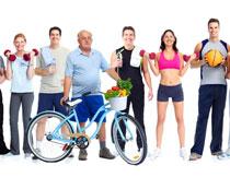 并排站的健身男女摄影高清图片