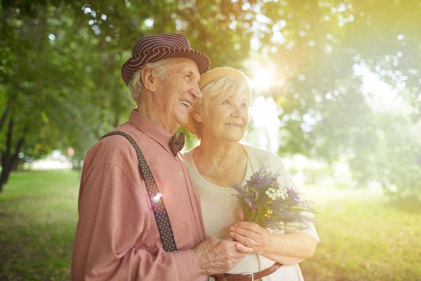 幸福晚年老人逆光摄影高清图片 - 思缘设计素材共享