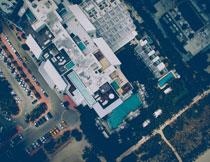 停车场与城市建筑摄影高清图片