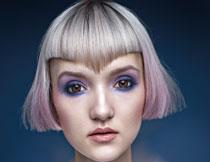 化了妆的短发美女摄影高清图片