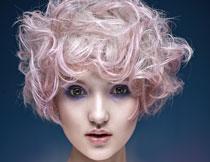发型展示浓妆美女摄影高清图片