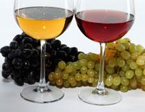 两串葡萄与高脚杯摄影高清图片