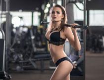 黑色性感装扮健身美女高清图片