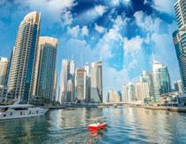蓝天白云城市建筑风光高清图片