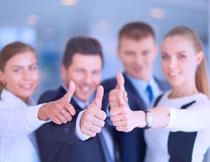 纷纷翘拇指的职场人物高清图片