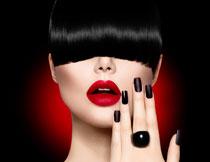 戴戒指的浓妆美女摄影高清图片