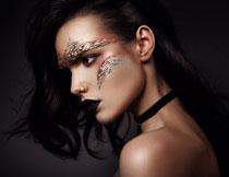 黑色卷发妆容美女摄影高清图片