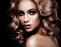 波浪卷发美女人物摄影高清图片
