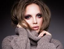 毛衣打扮浓妆美女摄影高清图片