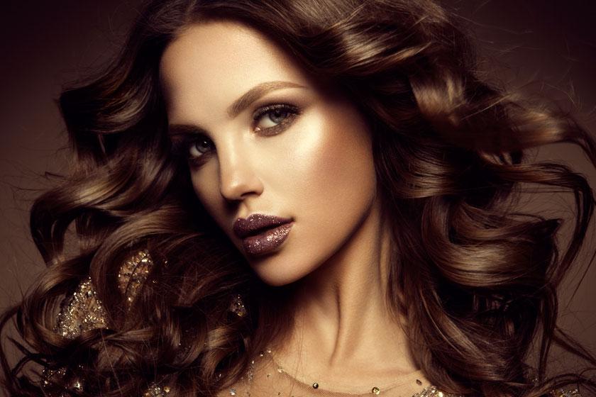唇上沾有金粉的披肩发美女图片 - 思缘设计素材共享