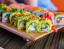 色彩鲜艳美味寿司特写高清图片