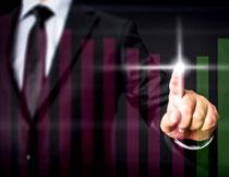 柱状图与商务人物手势创意高清图片