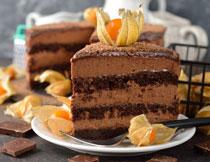 巧克力野果与蛋糕摄影高清图片