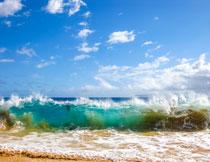 蓝天白云海面浪花摄影高清图片