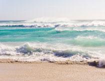 海面上的壮观浪潮风光高清图片
