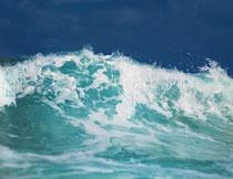 海上波涛浪花风光摄影高清图片