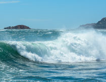 海天一色浪花风光摄影高清图片