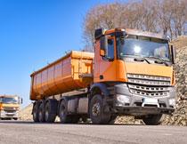 在运输渣土的车辆摄影高清图片