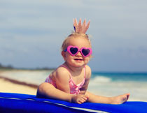 时尚打扮的小女孩摄影高清图片