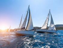 航行在海上的帆船摄影高清图片