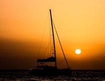 黄昏落日时分海上风光高清图片