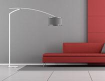 落地灯与红色沙发摆设高清图片