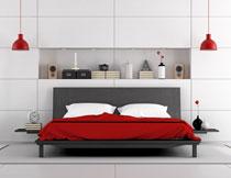 卧室双人床与装饰品等高清图片