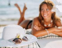 遮阳帽与泳装美女摄影高清图片