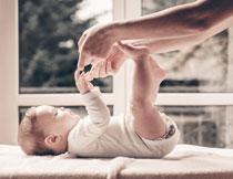 在玩耍的开心宝宝摄影高清图片
