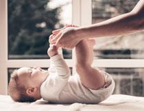 在互动玩耍的宝宝摄影高清图片
