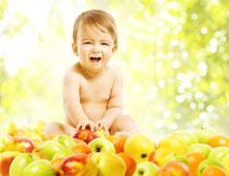面前有很多苹果的宝宝高清图片