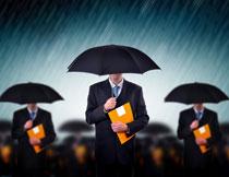 撑着伞的商务人物摄影高清图片
