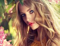 红唇卷发美女人物摄影高清图片