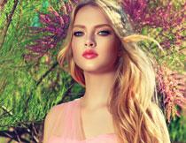 红唇蓝眼卷发美女摄影高清图片