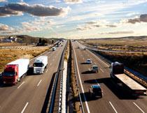 天空白云高速公路摄影高清图片
