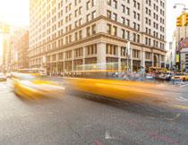 城市十字路口交通摄影高清图片