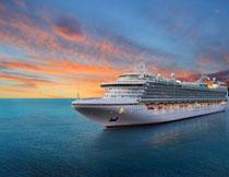 航行在海上的游轮摄影高清图片