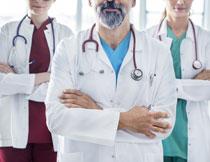 身穿白大褂的医生摄影高清图片