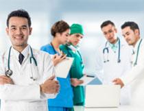 在一起讨论问题的医生高清图片