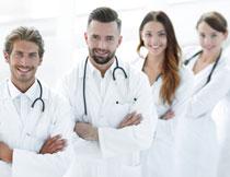 站在一起的医生们摄影高清图片