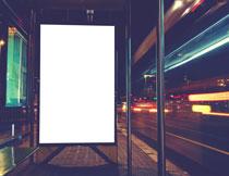 公交站台的空白广告牌高清图片