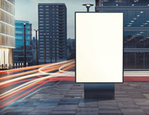 立在路口的空白广告牌高清图片
