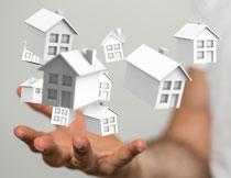 悬浮在手上的房子模型创意图片