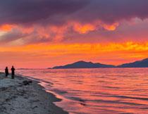 火烧般的海边晚霞风光高清图片
