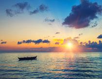 夺目阳光下的大海风光高清图片