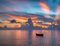 大海美景与天边的云彩高清图片