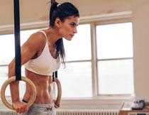 吊环运动肌肉人物摄影高清图片