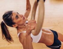 吊环运动美女人物摄影高清图片