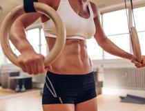 吊环运动健身人物局部摄影图片