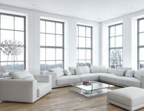 景观别墅内的沙发摆放高清图片